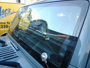 replace repair windshields correctly